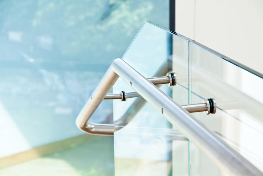 Czy balustrady szklane są bezpieczne?