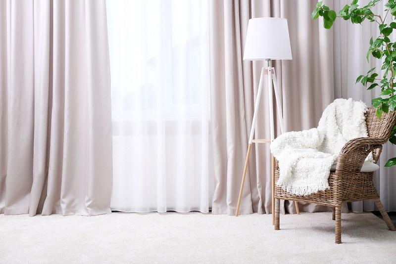 Zasłony brązowe – idealne do klasycznego wnętrza