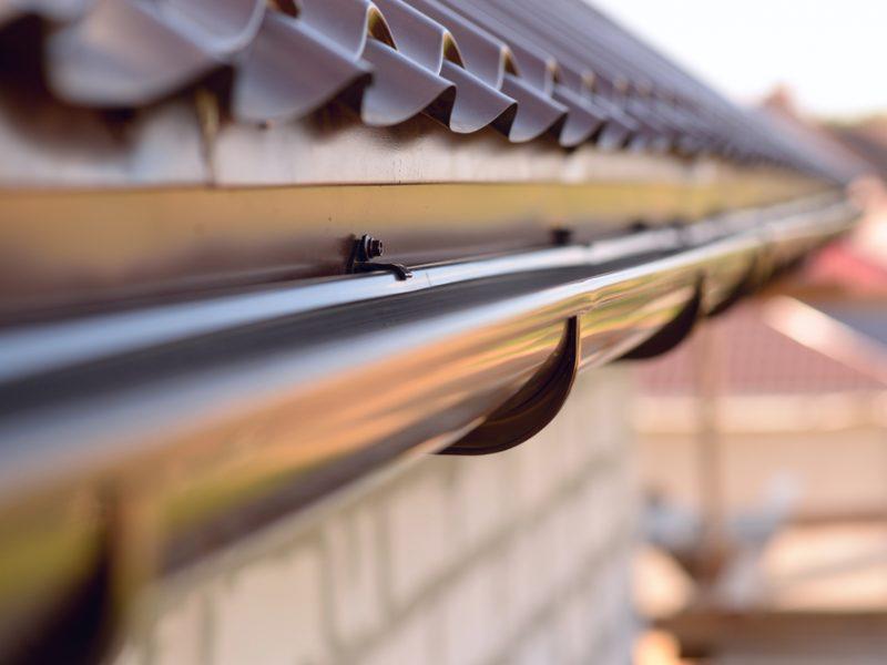 Wiosenne porządki – odpowiedni czas na renowację systemów rynnowych
