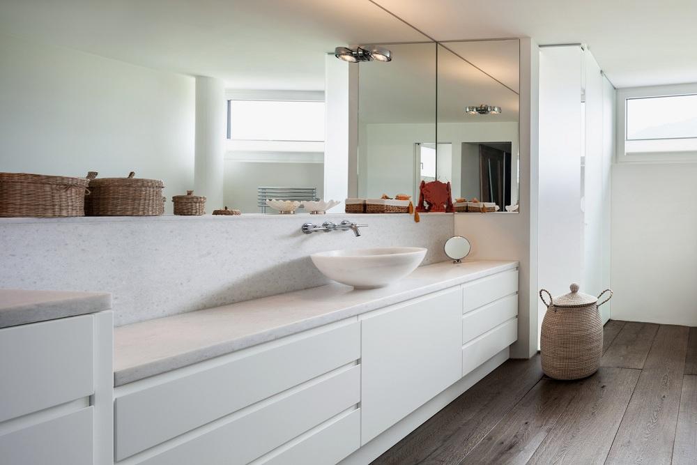 Drewniana podłoga w łazience – wybór, zabezpieczanie, pielęgnacja