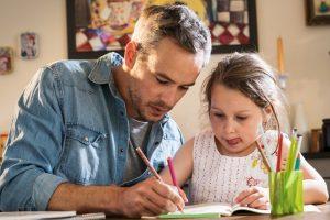 Moje dziecko nie chce odrabiać lekcji – z czego może to wynikać?