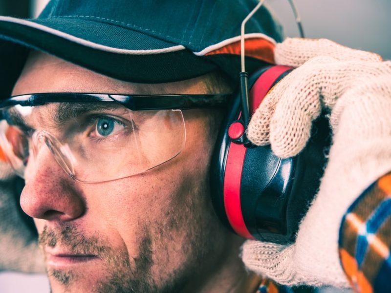 Praca w hałasie a wybór sprężarki – na jakie parametry zwrócić uwagę?