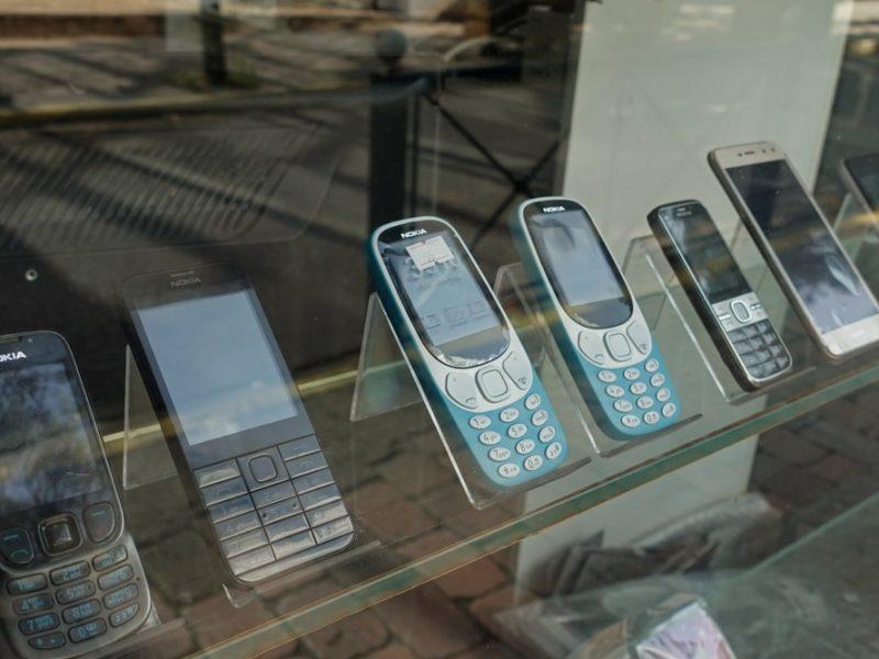 Sprzedaż używanego telefonu w komisie